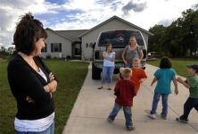 State tells Mich. mom she's running illegal day care by watching neighbors' kids before school