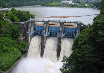 Did opponents of hydroelectric power argue that hydroelectric energy is not renewable? Actually, no.