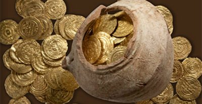 Gold coins and a pottery vessel found near Herzliya