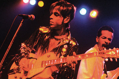 Prince and Larry Graham perform on stage April 10, 1998 at Irving Plaza in New York City