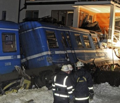 train thief crashes into apartment block